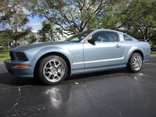 Ford Mustang GT Deluxe! 1-OWNER! FL CAR! NICE RIDE! TAKE A LOOK! DRIVES GREAT 2005