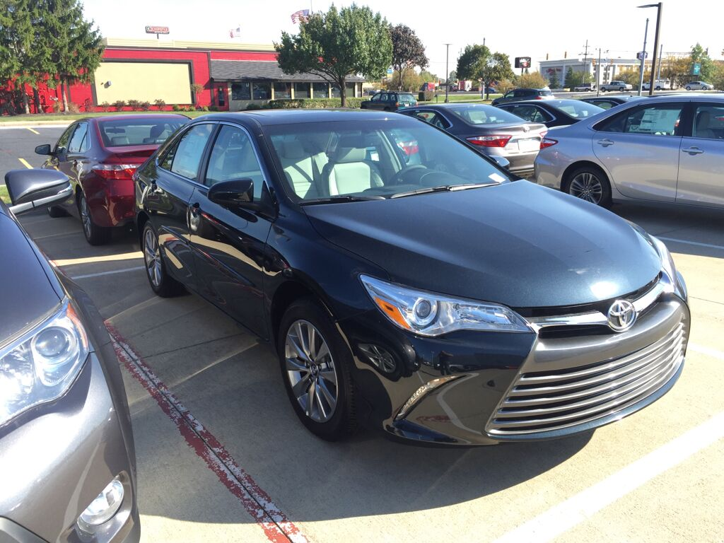 toyota camry 2017 lebanon 2017 toyota camry reviews and rating motor trend 2017 toyota camry. Black Bedroom Furniture Sets. Home Design Ideas
