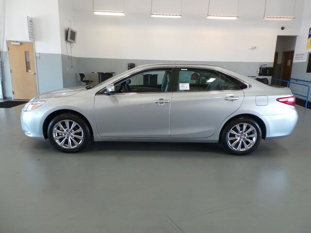 toyota camry 2017 features new 2017 toyota camry hybrid. Black Bedroom Furniture Sets. Home Design Ideas
