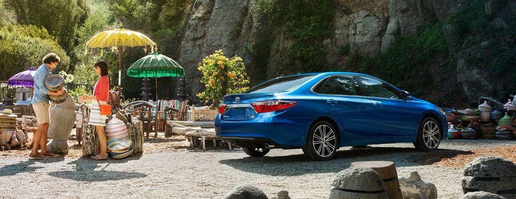 What is included with the 2016 Toyota Camry SE trim