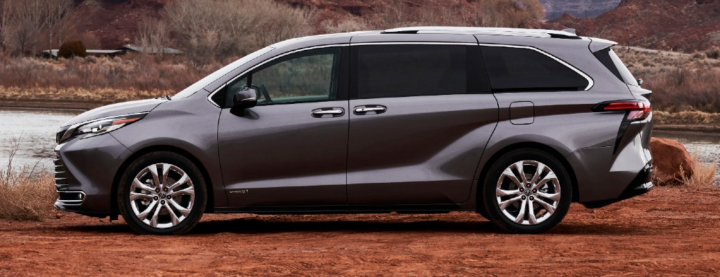 What technology features does the 2021 Toyota Sienna offer?