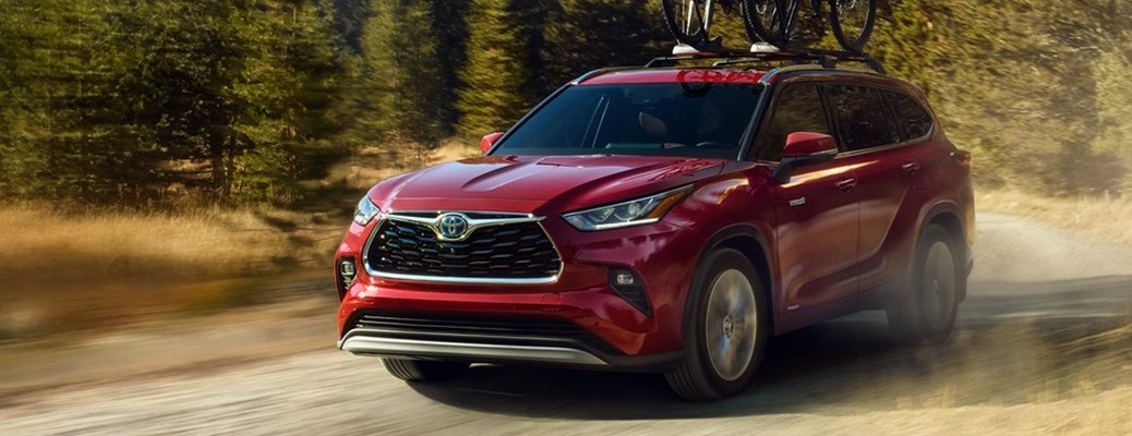 What technology features can you find in the 2021 Toyota Highlander Hybrid?
