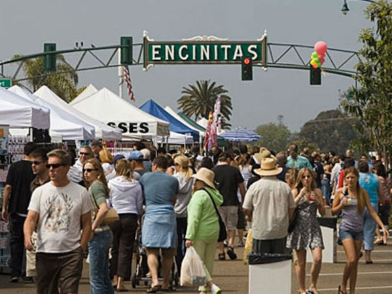 crowd at the Encinitas Holiday Street Fair