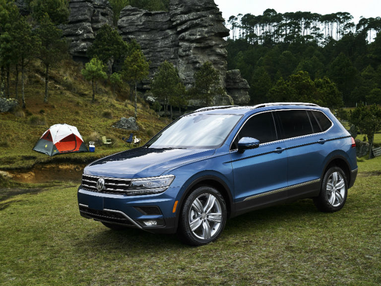 side view of a blue 2019 VW Tiguan