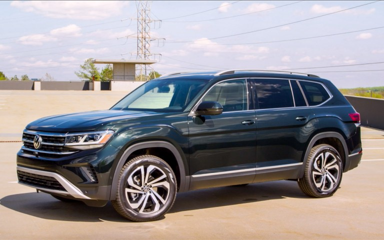 side view of a 2021 VW Atlas