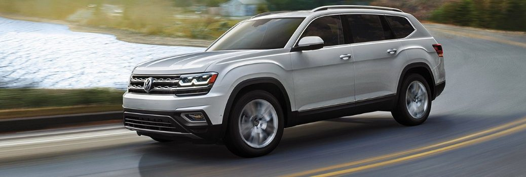 2019 vw atlas driving down the road