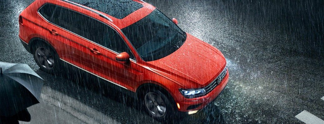 Overhead view of 2019 Volkswagen Tiguan driving in rain