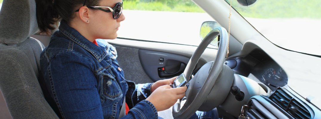 Tips to reduce distracted driving behind the wheel