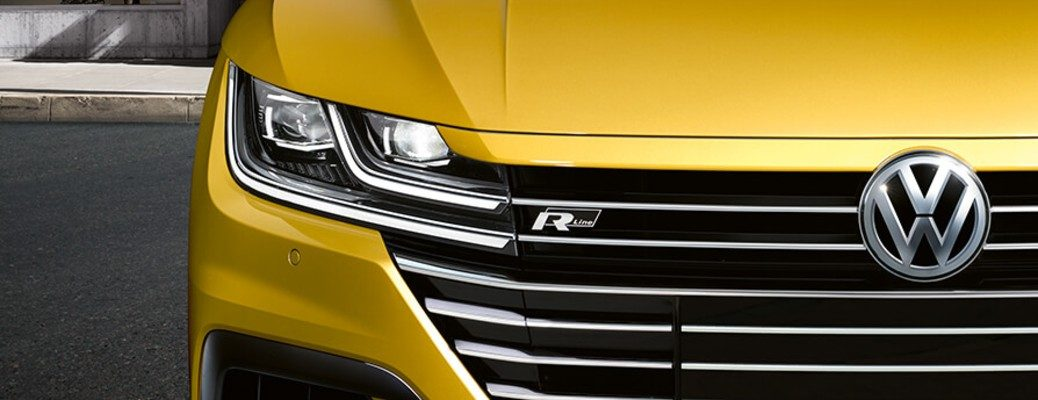 Passenger side headlight and grille of 2019 VW Arteon R-Line