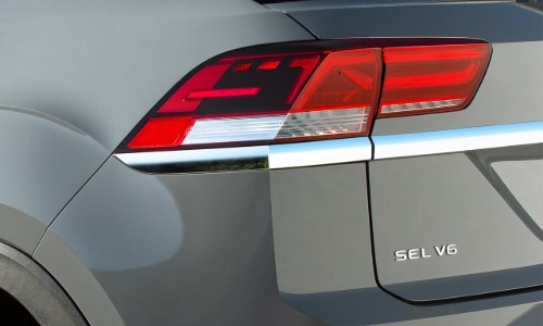 Taillight and trim badge of 2020 VW Atlas Cross Sport