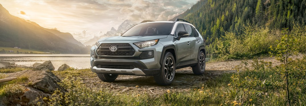 How many mpg does the 2021 Toyota RAV4 get?