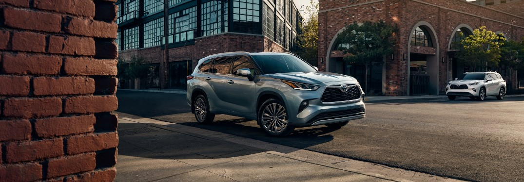 How many MPG does the 2021 Toyota Highlander get?