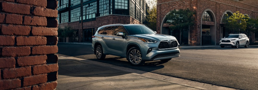 What features does the 2021 Toyota Highlander have?