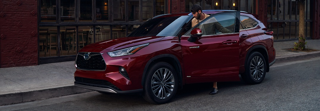 Does the 2021 Highlander have leather seats?