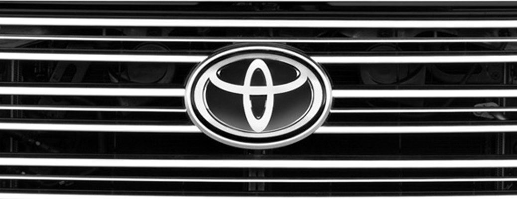 Toyota logo on the front grille of a Toyota Tundra truck