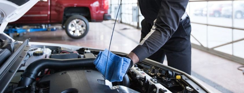 Image of a Chevrolet service technician changing the oil in a vehicle