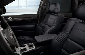 2019 Jeep Grand Cherokee front passenger seats