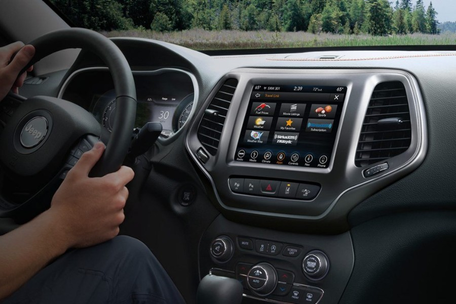 Close up of the Uconnect feature in the 2019 Jeep Cherokee