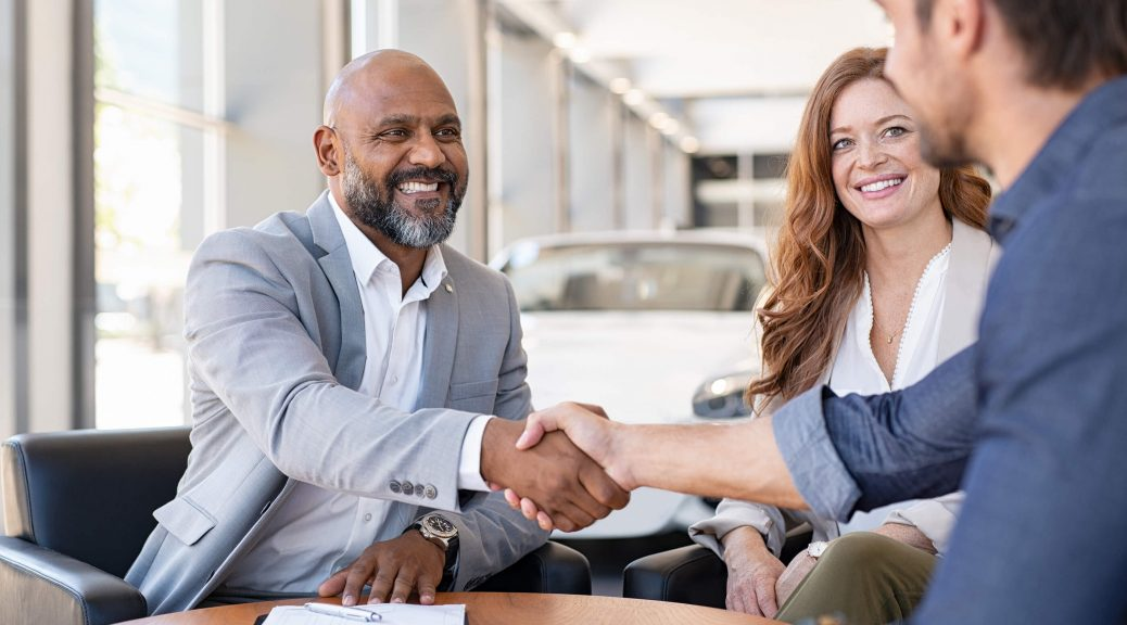 Smiling-couple-buying-a-new-car-loan-bad-credit