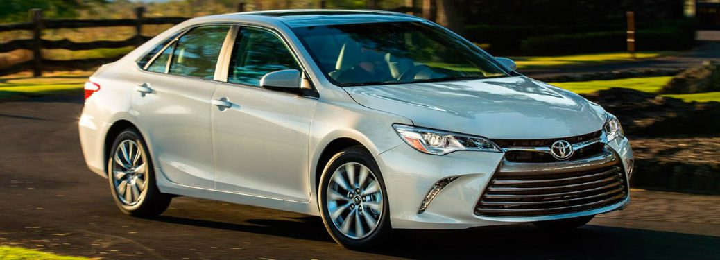 What engines are offered on the 2017 Toyota Camry?