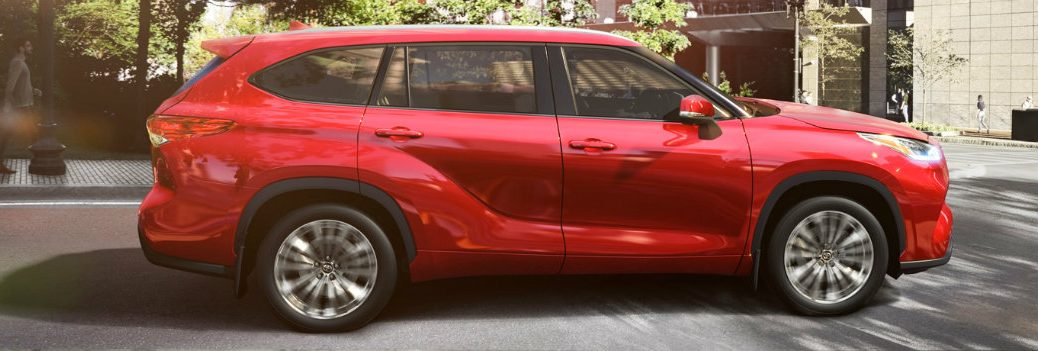2020 Toyota Highlander driving in the city