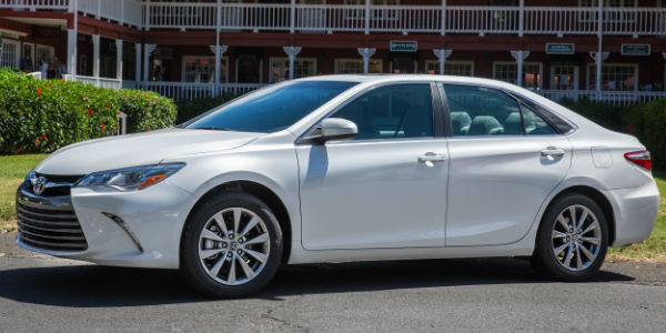 White 2017 Toyota Camry Xle Side Profile