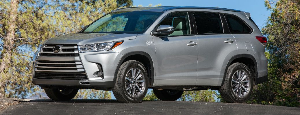 Silver 2017 Toyota Highlander Xle Awd On Country Road