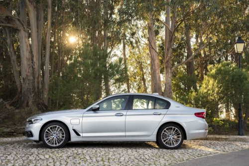 Side view of the BMW 530e iPerformance model