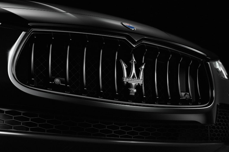 2017 Maserati Ghibli Nerissimo blacked out grille close-up