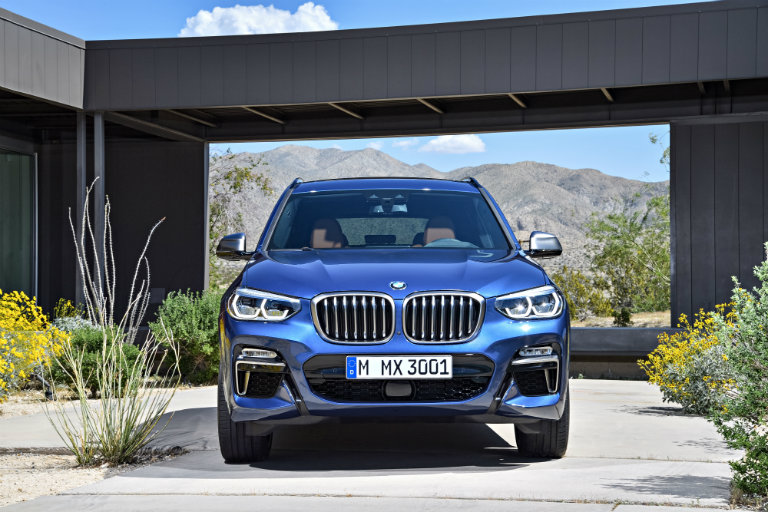 front view of the 2018 BMW X3 with a good view of its grille