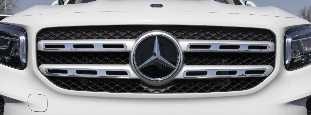 Which Mercedes-Benz vehicles offer AWD and high performance?