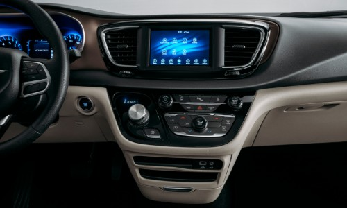 Center touchscreen of 2020 Chrysler Voyager