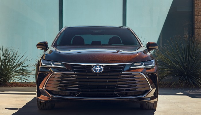 2019 Toyota Avalon XLE from the front