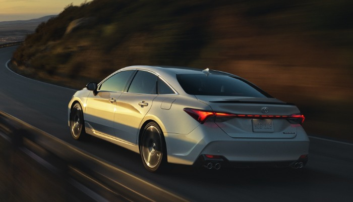 2019 Toyota Avalon XSE driving on a mountain road