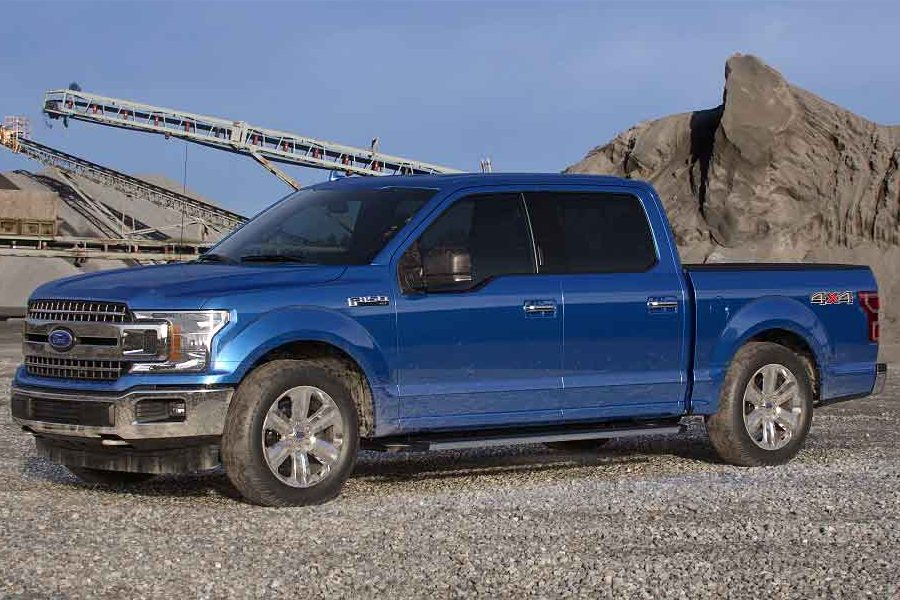 Front driver angle of the 2019 Ford F-150 in Velocity Blue color