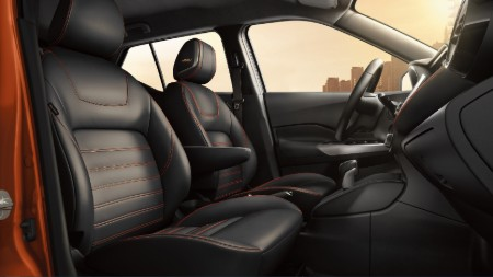 Front passenger angle of the front row seats inside the 2019 Nissan Kicks