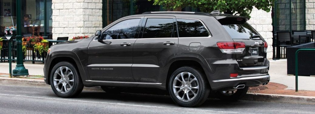 Side view of a 2019 Jeep Cherokee
