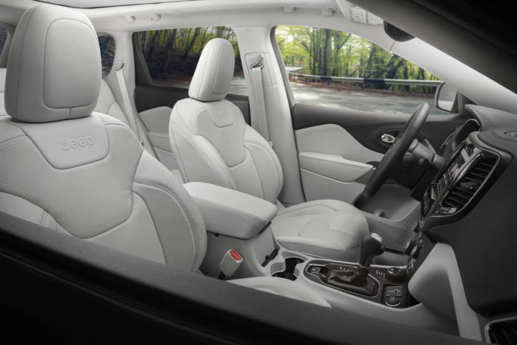 front interior of a 2021 Jeep Cherokee