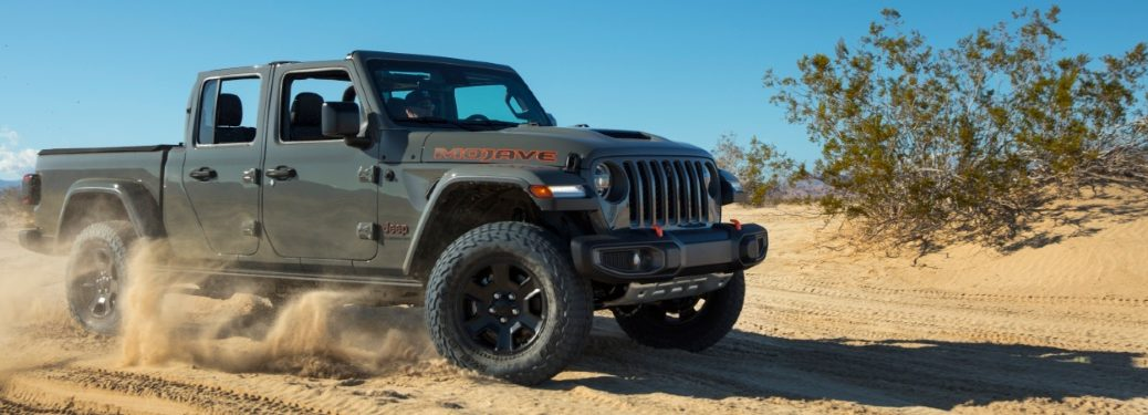 jeep gladiaor rmojave in the desert
