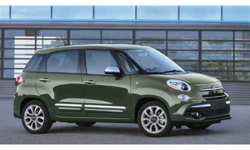 2020 Fiat 500L Lounge exterior side shot in Forest Green paint color