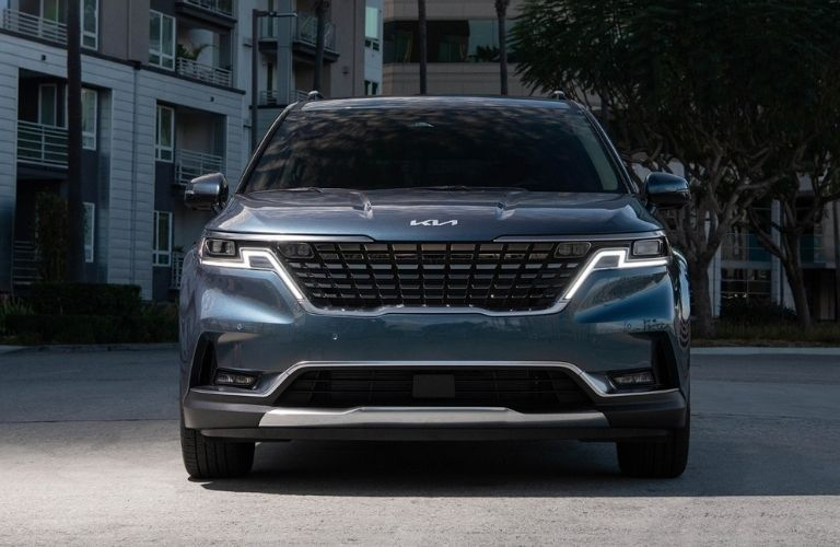 Front image of the 2022 Kia Carnival on a city road