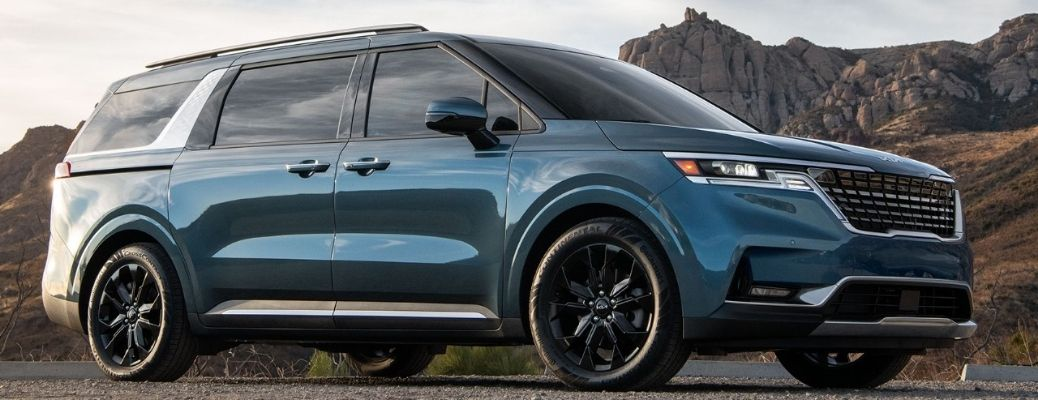 What color options are available for the 2022 Kia Carnival?