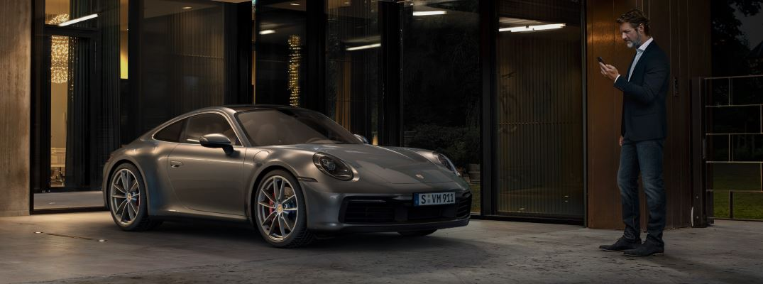 What Functions and Services are Available with Porsche Connect?