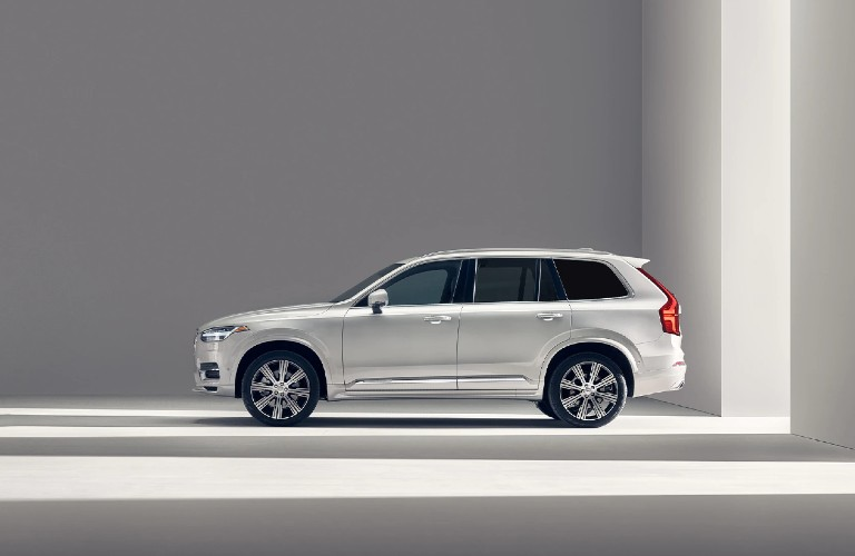 side view of the 2021 Volvo XC90