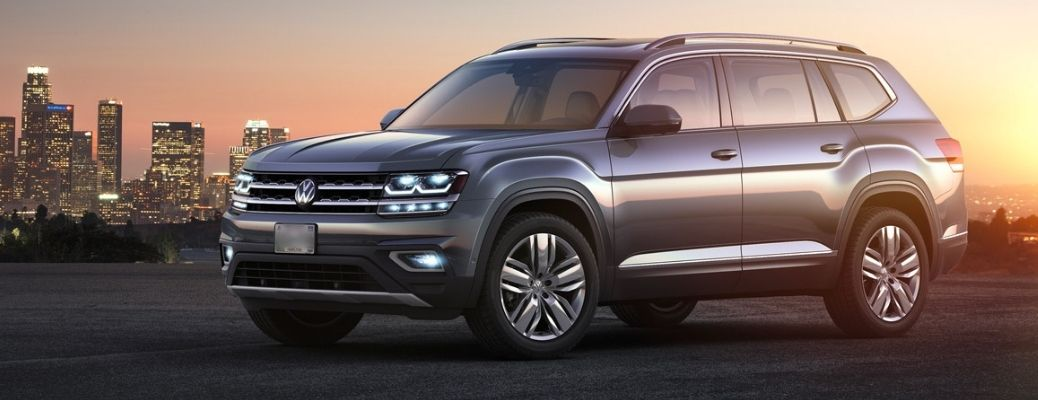 A 2018 Volkswagen Atlas with the city buildings in the background