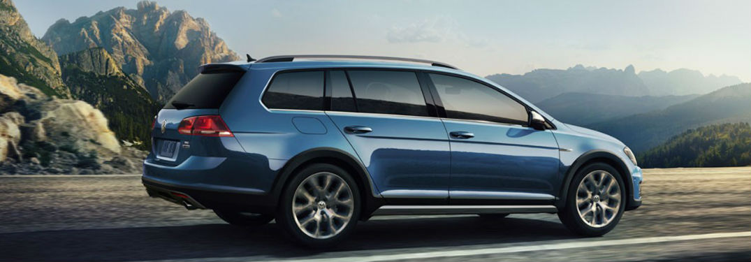 Standard all-wheel drive and a turbocharged engine help make the 2018 Volkswagen Golf Alltrack a top pick for a new wagon