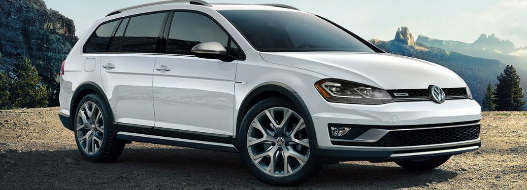 2019 Volkswagen Golf Alltrack front and side profile