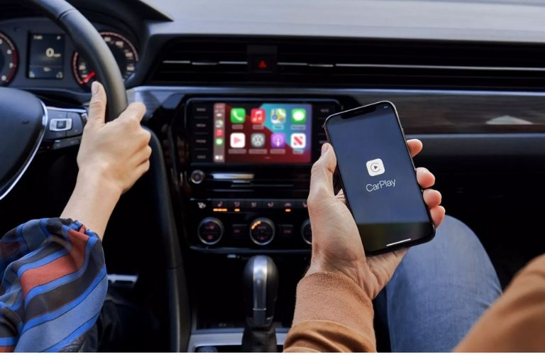 passenger in front connection iPhone via Apple CarPlay in the 2021 VW Golf GTI