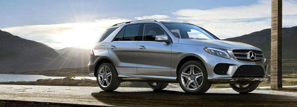 2019 MB GLE exterior front fascia and passenger side with mountain lake in background