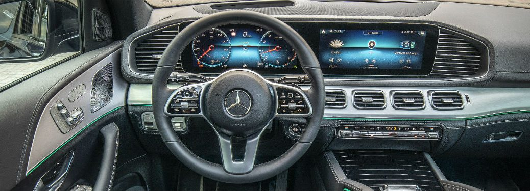 2020 MB GLE interior front cabin steering wheel and touchscreen